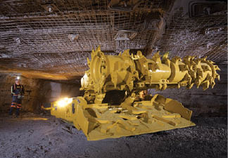 Caterpillar recommends its CM235 for seam heights of 43 to 116 in. (1,092 to 2,946 mm).