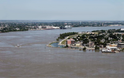 Algiers Point is a famous hazard downstream a short distance from New Orleans.