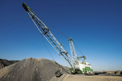 A dragline moves overburdan at the Greenside Colliery. (Photo credit: Anglo American)