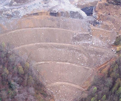 Hawks Nest stored overburden in a terraced valley-fill during active operations.
